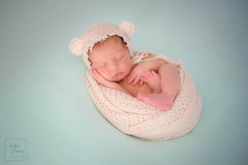 fotógrafos recién nacido Valencia,fotos recien nacidos Valencia,fotos de bebes recien nacidos de estudio,reportajes embarazo,pre mama valencia,sesion recien nacido-fotografos-boda-valencia